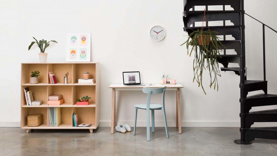 Un meuble de séparation d'espace Opendesk fin bookshelf en situation