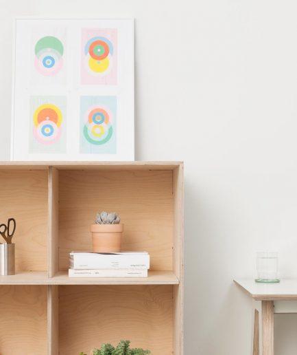 Un meuble de séparation d'espace Opendesk fin bookshelf en détail