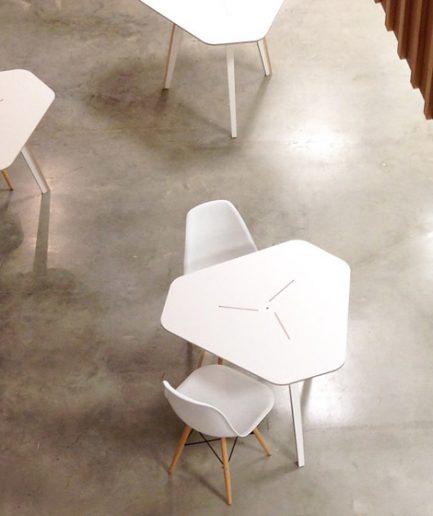 Petite table de réunion design