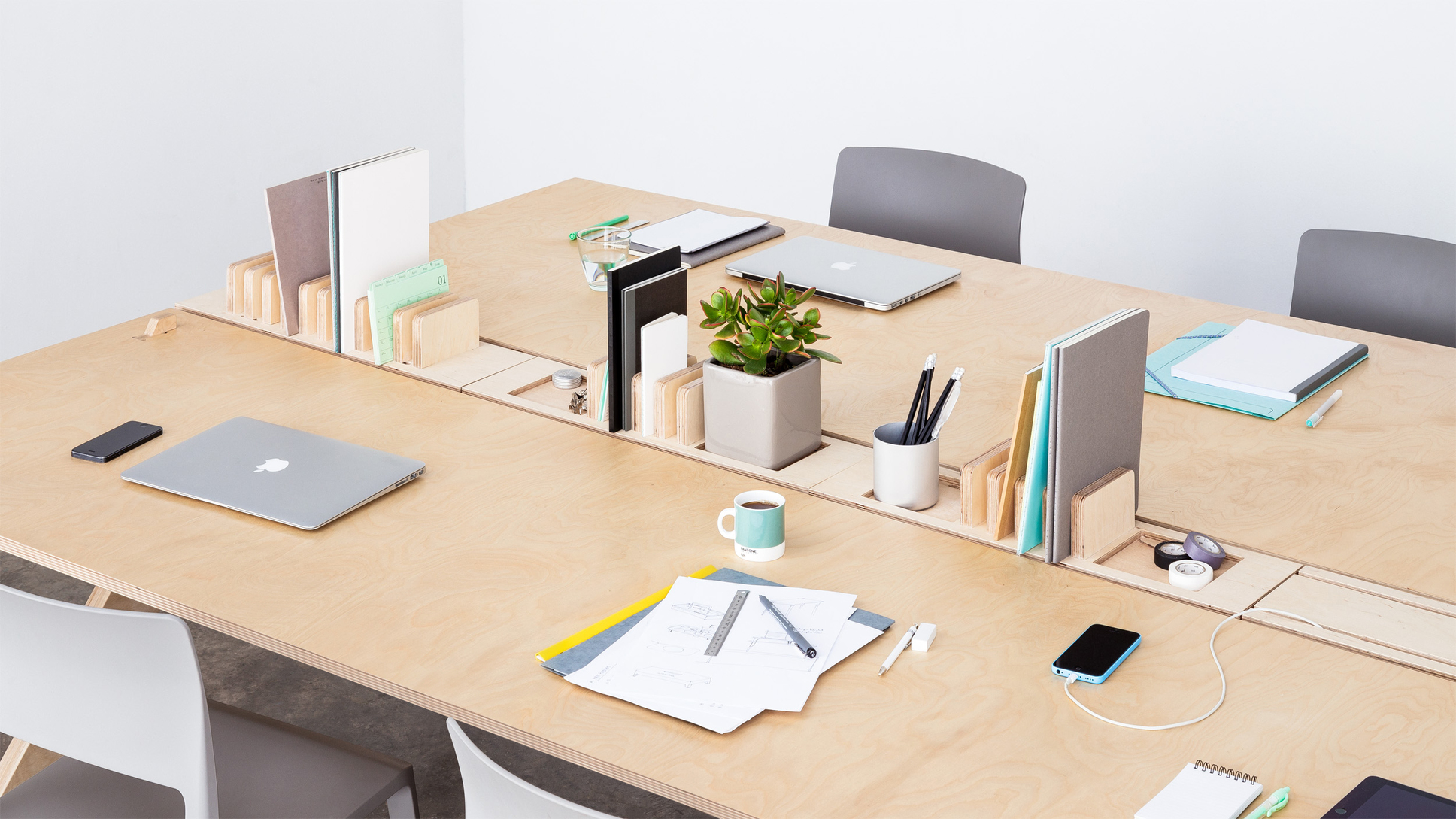 Bureau agile 4 personnes opendesk lean desk openwood for Bureau marguerite 4 personnes