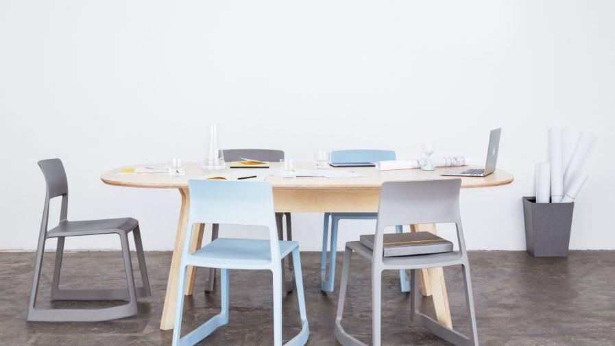 Les tables de réunions en bois designs et spacieuses pour développer la coopération
