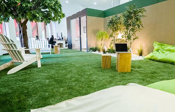 Un gazon synthétique pour inviter à patienter en se relaxant.