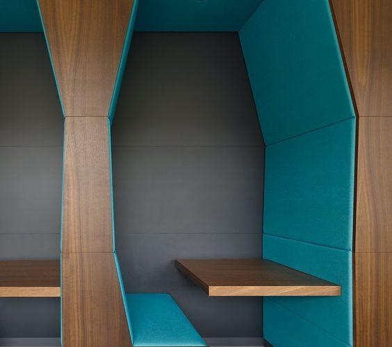 La grotte est intégrée dans l'architecture de l'espace pour permettre de s'isoler tout en restant accessible.