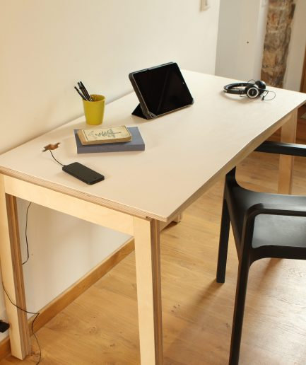 Bureau individuel en bois design opendesk studio desk openwood for Petit bureau design