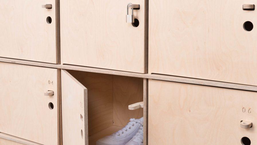 Rangement bureau avec porte ouverte