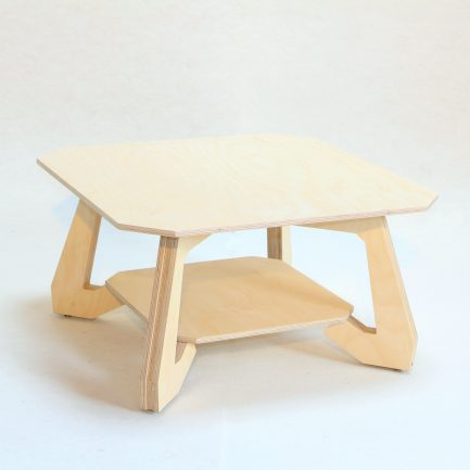 Table basse design en bois.
