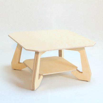 Table basse design en bois.