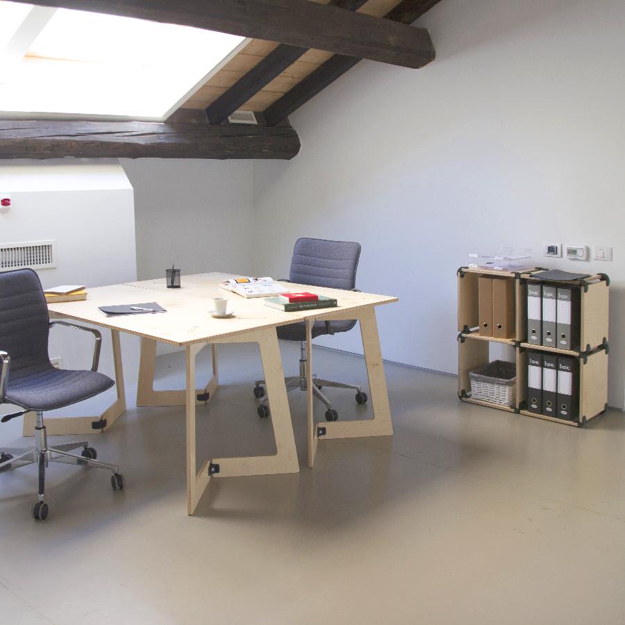 petit bureau en bois d montable et design facile. Black Bedroom Furniture Sets. Home Design Ideas