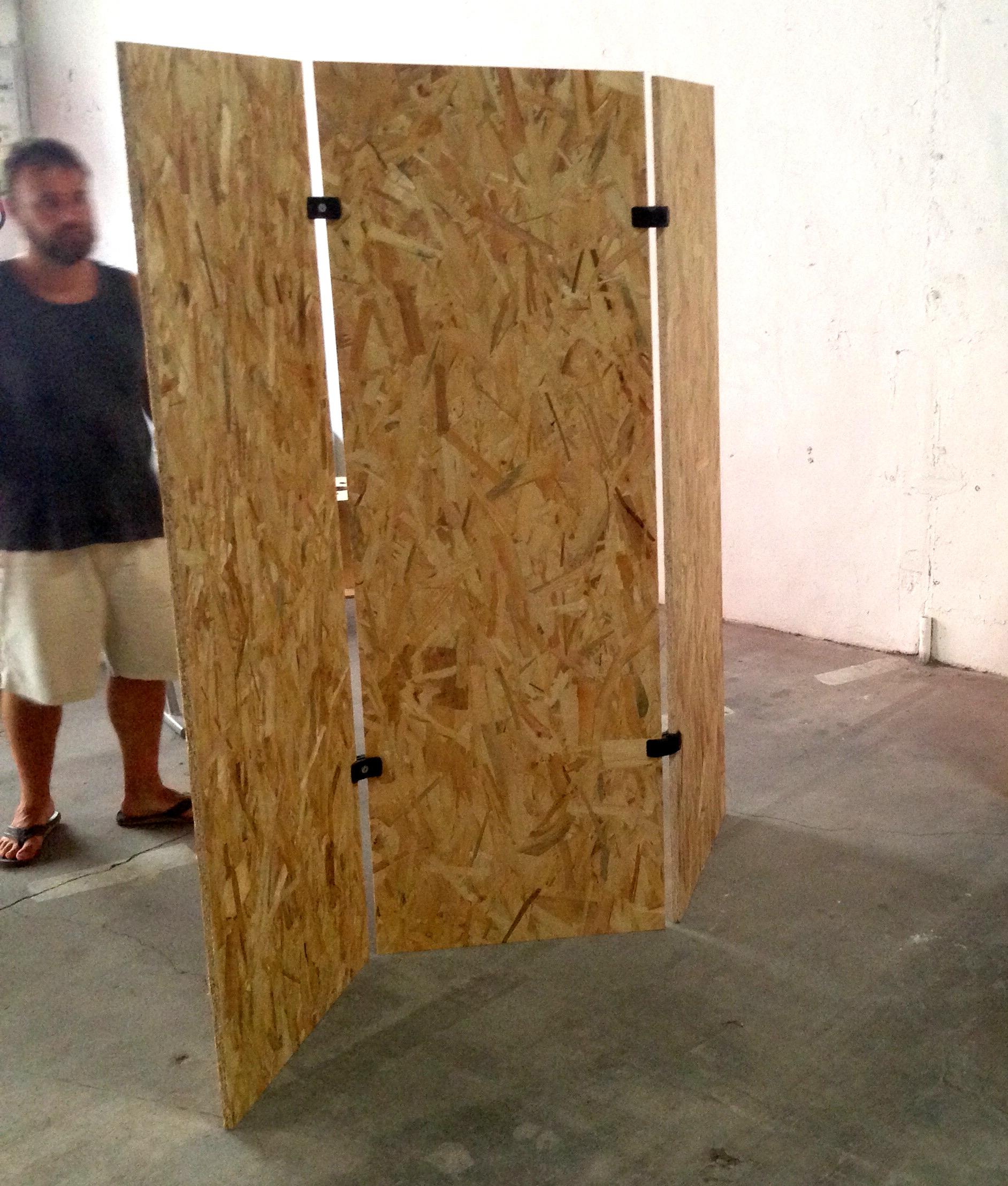 cloison amovible en osb pour s parer un espace de travail ou agencer un stand. Black Bedroom Furniture Sets. Home Design Ideas