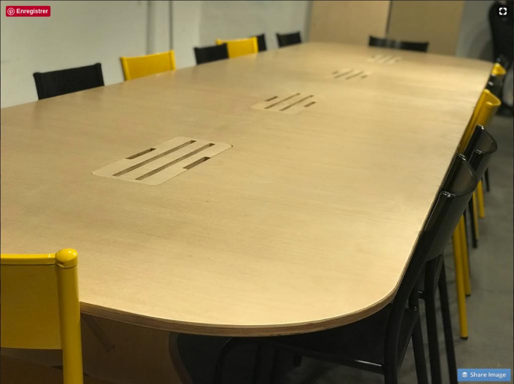Aménagement d'un espace de coworking à Montpellier table de collaboration OpenDesk vue de près