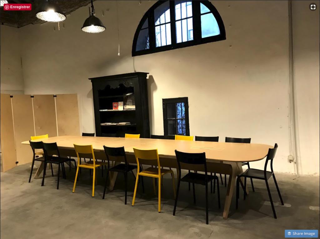 Aménagement d'un espace de coworking à Montpellier table de collaboration OpenDesk